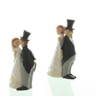 Brautpaar Poly 5,5x4,5x13cm sortiert, schw/weiß