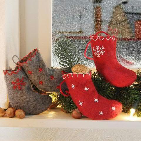 Socke Filz 12cm mit Stcikerei Schneeflocke/Sterne, rot/grau