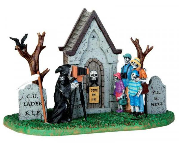Halloween Family Vacation Photo 18x12
